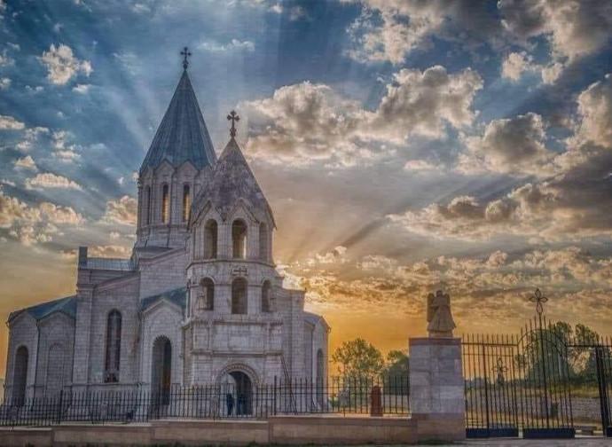 Catedral de Ghazanchetsots antes do bombardeio