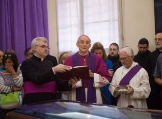 «Noi, la sua famiglia», il popolo di Caffarra in una Bologna distratta