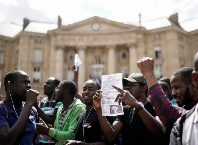 Parigi, la protesta dei sans papiers