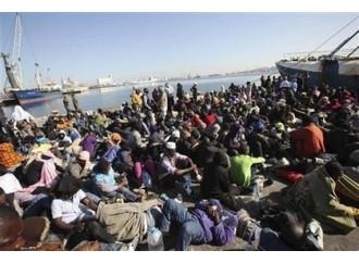 """Immigrati, creare una """"fascia di sicurezza"""" in Libia"""