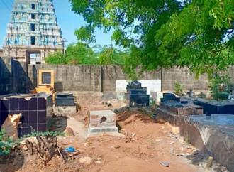 Violato un cimitero cattolico in India