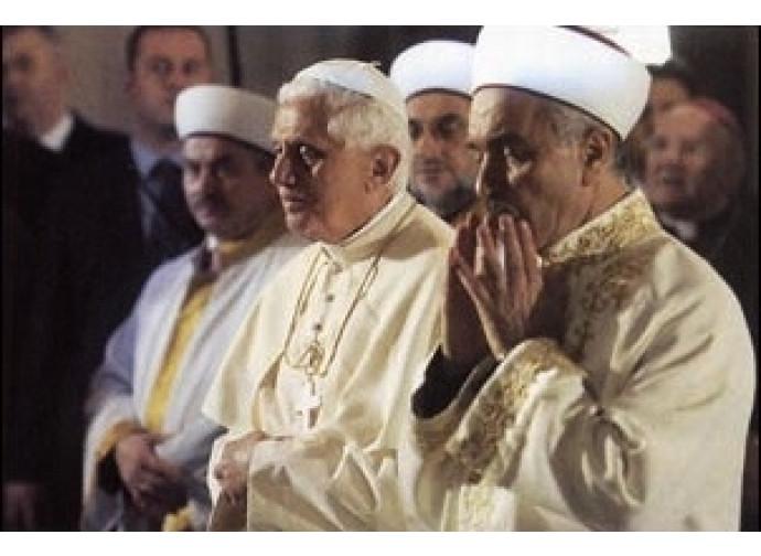Papa Ratzinger e il gran Muftì nella Moschea Blu di Istanbul il 20 novembre del 2006