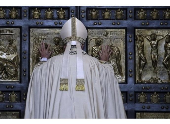 Papa Francesco apre la Porta Santa
