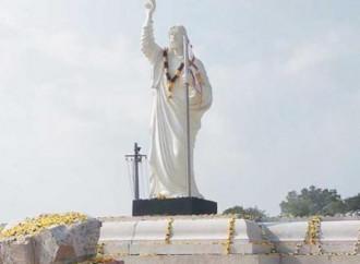 Proteste in India contro l'installazione di una statua di Gesù