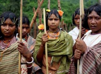 Un ministro indiano accusa i Cristiani di convertire ricattando i poveri