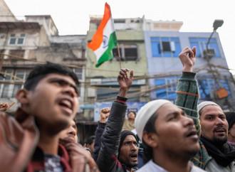 """Causa proteste, gli indù fanno marcia indietro sul """"muslim ban"""""""