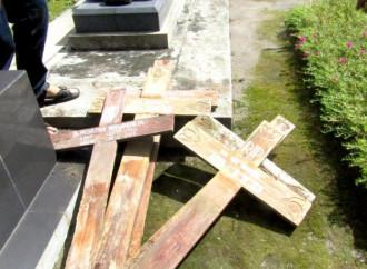 Un nuovo episodio vandalico in un cimitero cristiano nell'isola di Giava