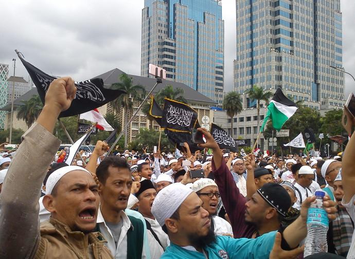 Manifestazione islamica pro-legge sulla blasfemia in Indonesia