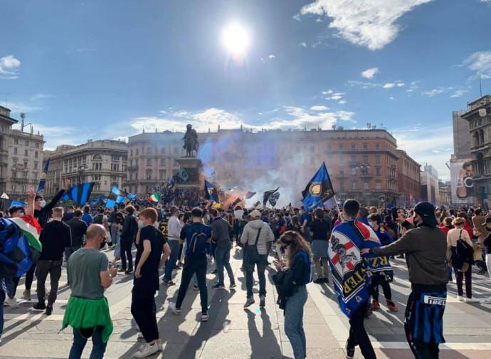 La festa dello scudetto in piazza Duomo a Milano