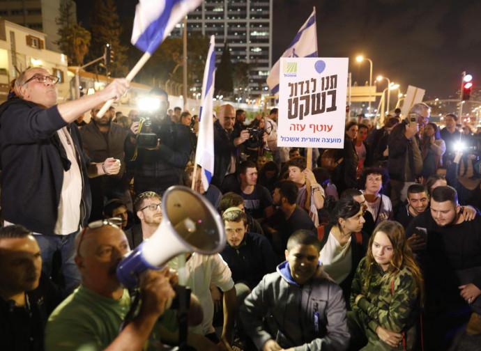 Tel Aviv, la protesta israeliana contro il cessate-il-fuoco con Hamas