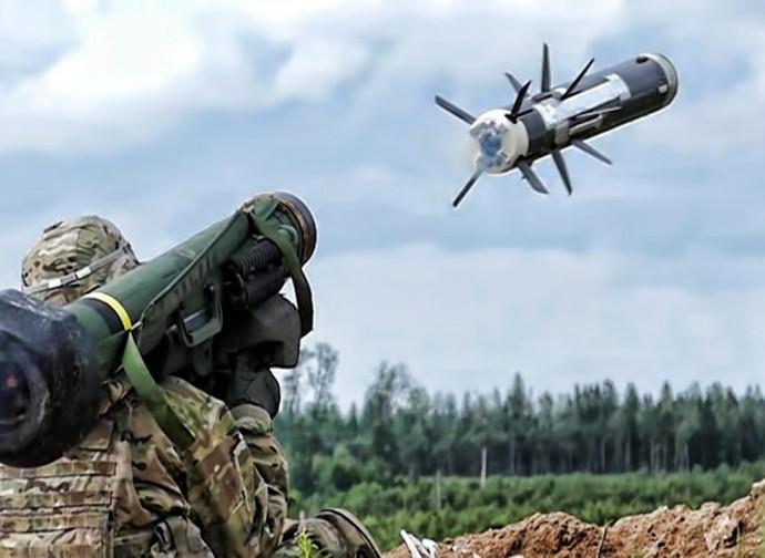 Lancio di un missile Javelin, come quelli che potrebbero essere forniti all'Ucraina