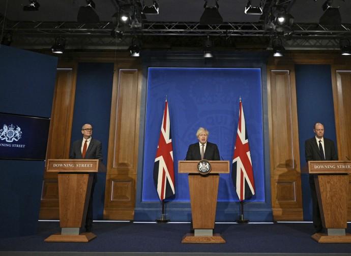 Boris Johnson annuncia le riaperture