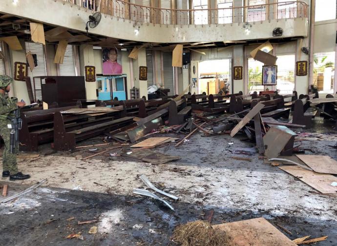 La bomba nella cattedrale di Jolo, Filippine meridionali