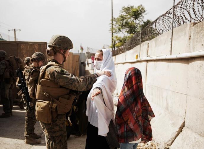Checkpoint americano all'aeroporto di Kabul