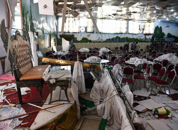 Kabul, il locale devastato dalla bomba