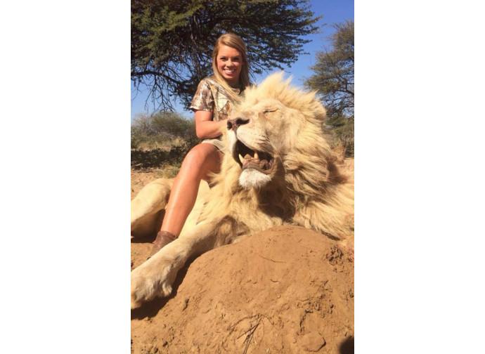 Kendall Jones e un leone