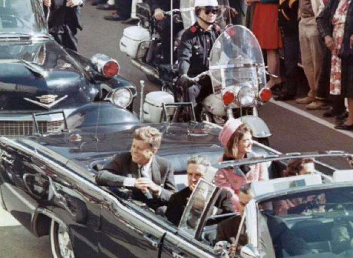 J F Kennedy a Dallas, poco prima di morire