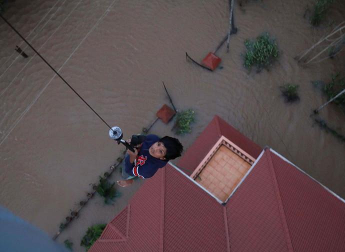 Kerala, abitanti evacuati dagli elicotteri militari indiani