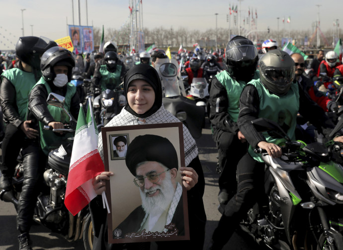 Ritratto di Khamenei nella festa della Rivoluzione a Teheran