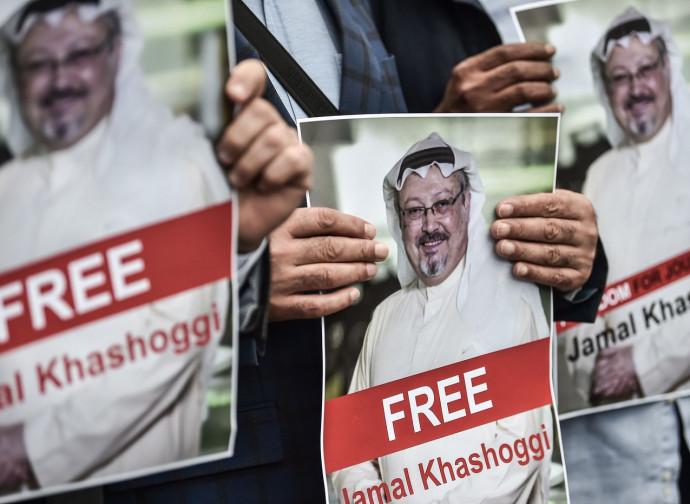 Istanbul, la protesta di fronte al consolato saudita
