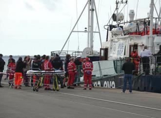 Riprendono gli sbarchi di immigrati (con mascherina)