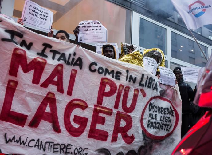 """Milano, protesta contro i """"lager"""" libici"""