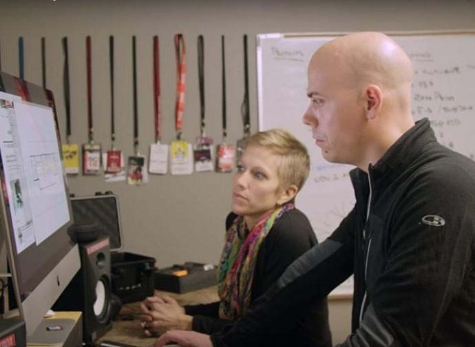 I coniugi Larsen nel loro studio di produzione