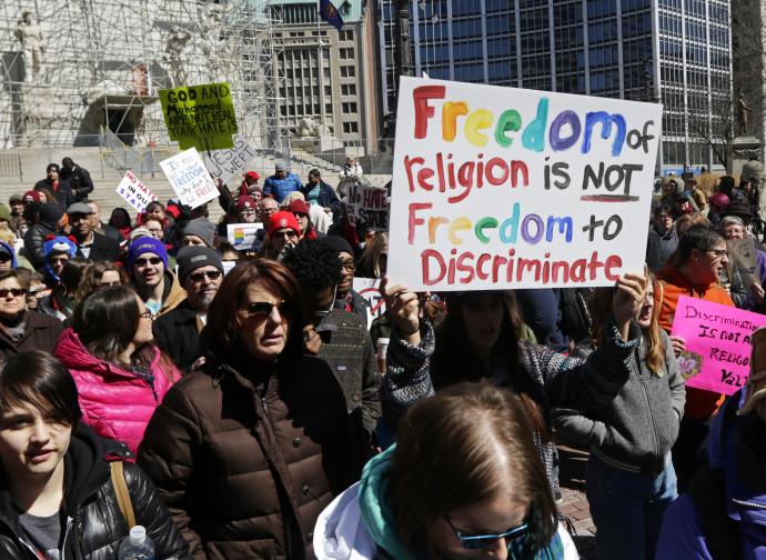 Manifestazione Lgbt contro la libertà di religione