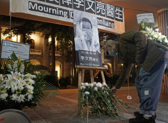 La morte del medico eroe smaschera il regime cinese