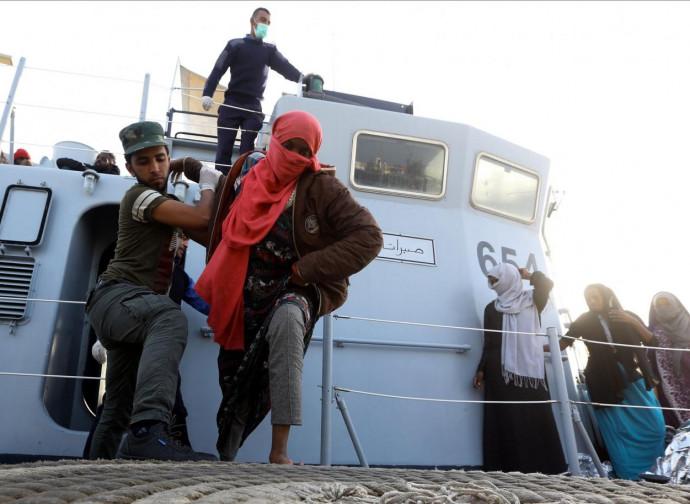 Libia, Guardia Costiera recupera emigranti