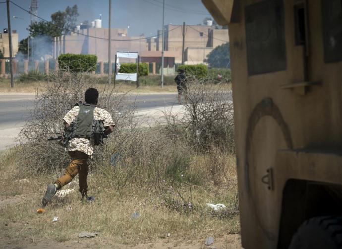 Libia, truppe filo-governative in azione nei pressi di Tripoli