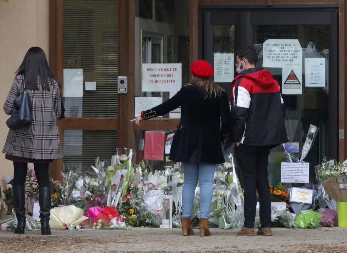 Parigi, tributo al professore decapitato