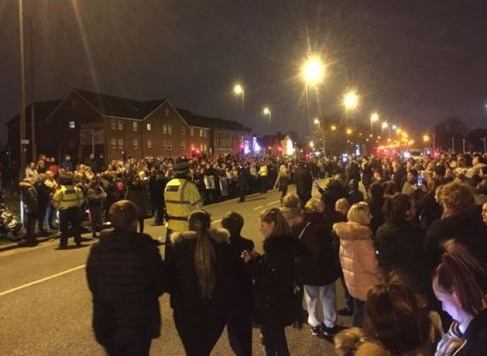 Manifestazione davanti all'Alder Hey Hospital