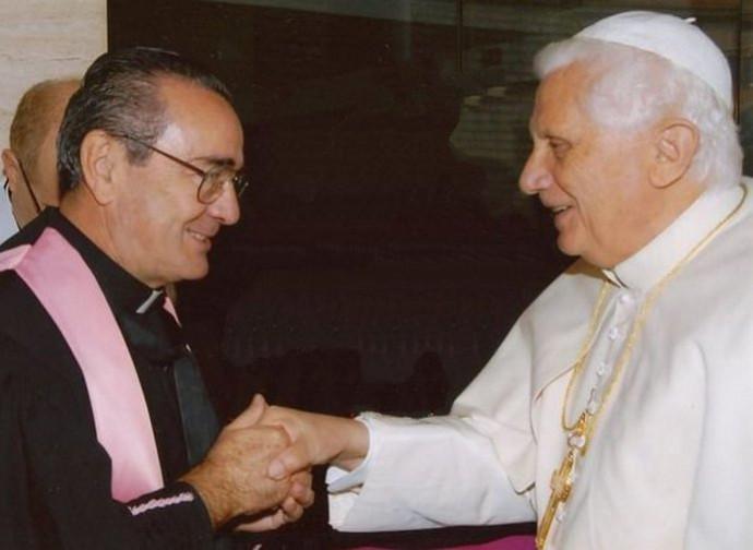 Monsignor Antonio Livi con papa Benedetto XVI