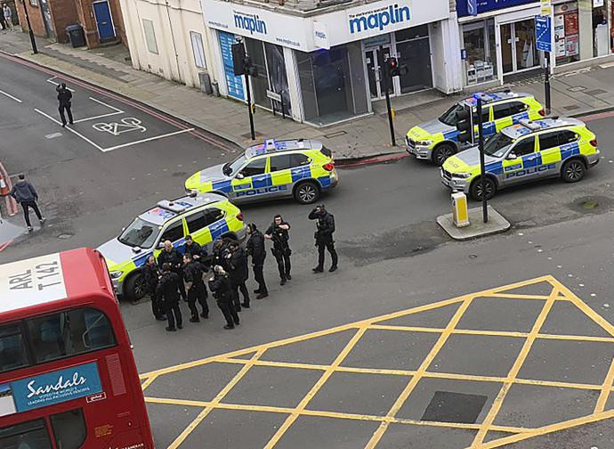 Londra, polizia sulla scena dell'attentato