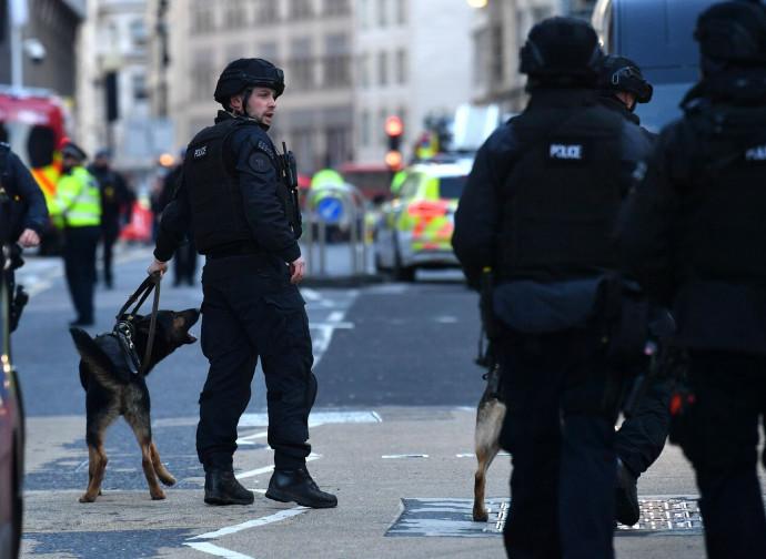 Londra, polizia dopo l'attentato