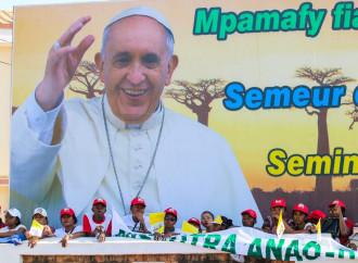 Il papa contro le ideologie che manipolano i poveri