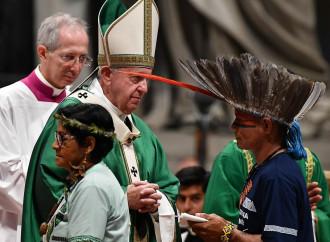 Il Papa apre il Sinodo con un velato attacco a Bolsonaro