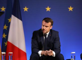 Macron, gaffe sui migranti. E la Le Pen lo raggiunge