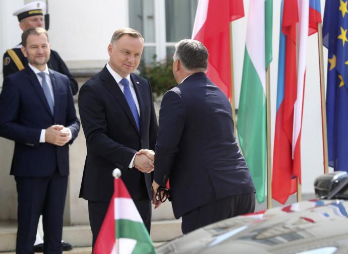 Orban (di spalle) e Duda