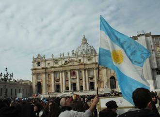 Il papa non va in Argentina, ma i suoi amici vanno da lui