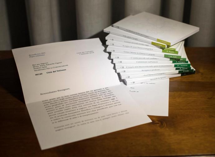 La lettera mostrata da Viganò. Coperta dai libri la parte censurata