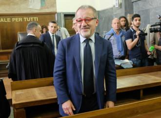 Che tempismo, Maroni torna in politica: rinviato a giudizio