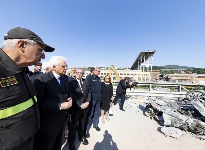 Il presidente Mattarella visita le macerie di Genova