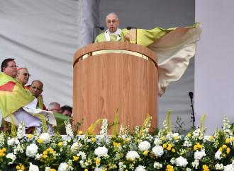 """Il Papa schiva il j'accuse di Viganò: """"Non dirò nulla"""""""