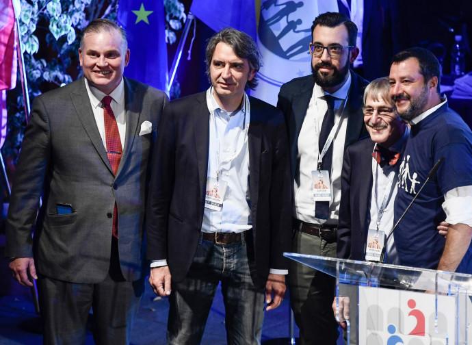Matteo Salvini con gli organizzatori del Congresso e il sindaco di Verona