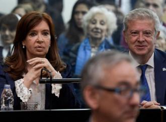 """""""Operazione lawfare"""": l'assist di Bergoglio alla Kirchner"""