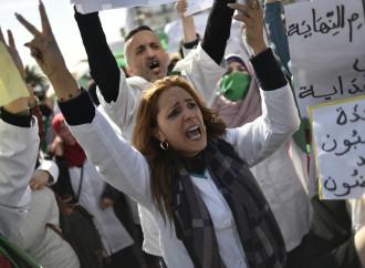 """Algeria, le elezioni rinviate e """"il Potere"""" che non molla"""