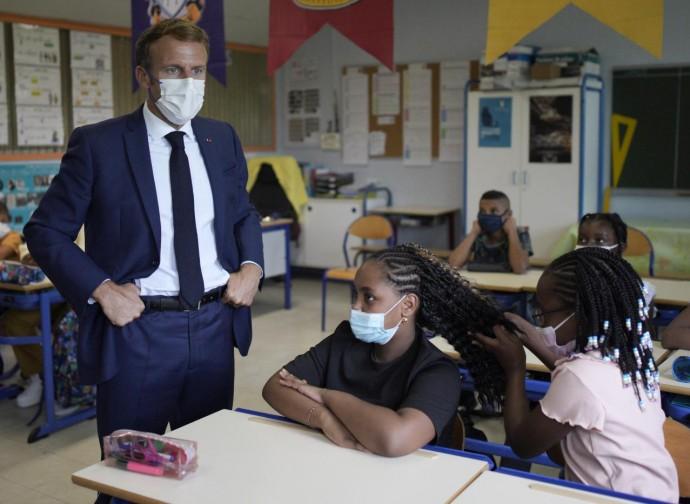 Macron a scuola