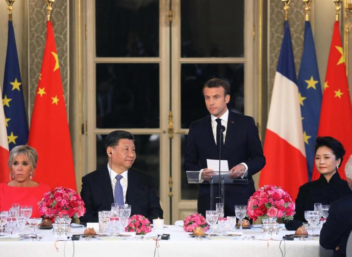 Xi Jinping con Emmanuel Macron e le due first ladies